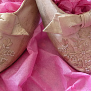 Faded grandeur French bride's dainty wedding shoes embroidery beads