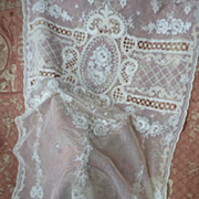 Delicious French tulle lace curtain, floral motifs hand embroidered ( no. 2 )