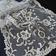Exquisite 19th C. French bobbin needle tulle net lace panel etole scarf floral motifs