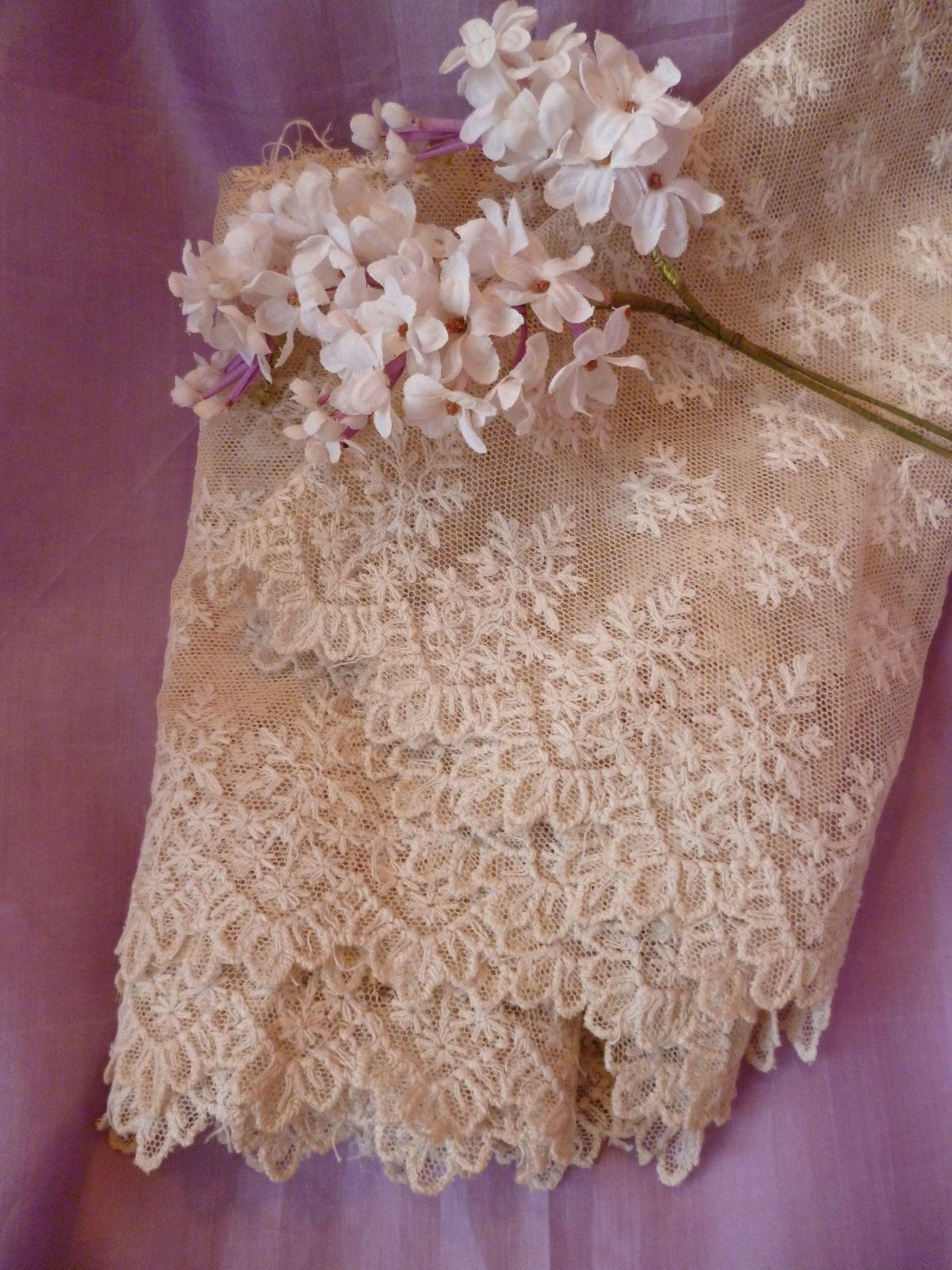 Pretty morceau old french ecru hand embroidered tulle lace