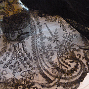 Rare 19th C. hand made grenardine silk Chantilly bobbin lace shawl :  Paisley :  cachemire boteh motifs ( ref no1889 )