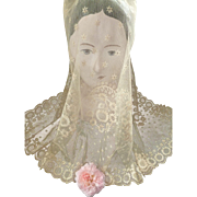 Delicious 19th century French bride's tulle lace wedding veil : floral motifs