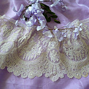 Splendid 19th C. flounce Brussels Point de Gaze lace : floral motifs : + 6 yards ( no. 2 )