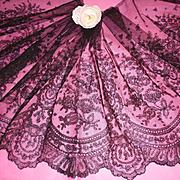 Beautiful flounce 19th C. French black Chantilly bobbin lace : floral motifs : + 5 yards ( no. 1 )