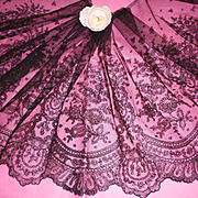 Beautiful flounce 19th C. French black Chantilly bobbin lace : floral motifs : + 5 yards ( no. 1 )