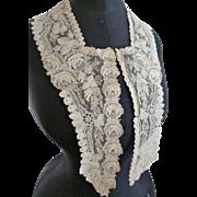 Splendid hand made 19th C. Brussels point de gaze collar : rose motifs with loose petals