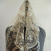 Rare long length 19th C. tulle lace flounce : needle & bobbin hand applications : floral motifs : + 7 yards