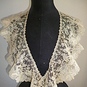 Delicious 19th C. Brussels point de gaze lace collar : floral foliage and rose motifs