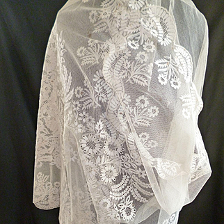 Splendid 19th C. French embellished tulle lace wedding etole : shawl : blonde de Caen motifs