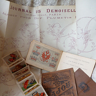 Batch of interesting old French embroidery sewing tapestry albums and leaflet : projects