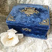 Faded grandeur late 19th C. French blue velvet boudoir box  : padded cream silk lining