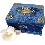 Faded grandeur late 19th C. French blue velvet boudoir box  : padded cream silk lining