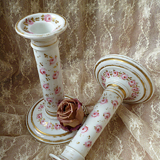 Faded grandeur 19th C. boudoir porcelain candle sticks : hand painted roses and gilding