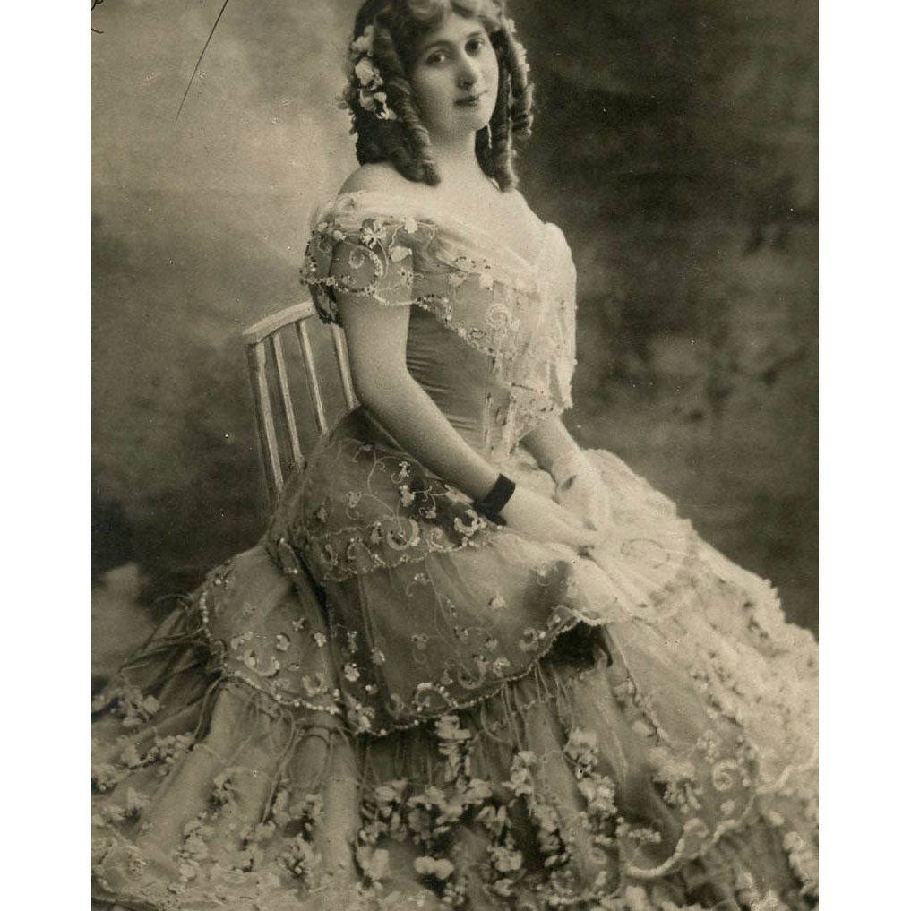 Reutlinger Glamour Photo Postcard of Jeanne Saulier in Ruffled Gown