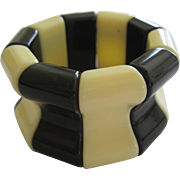 French 1940's Hard Plastic Resin Stretch Bracelet In Black And Cream