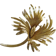 Lovely Vintage Feathery Floral Monet Pin Brooch
