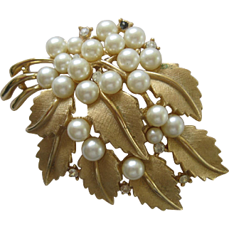 Lovely Vintage Trifari Pin With Cluster Of Leaves, Pearls And Rhinestones