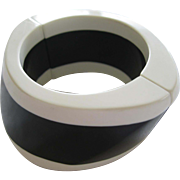 French Designed Resin Stretch And Bangle Black And White Sculptured Bracelet
