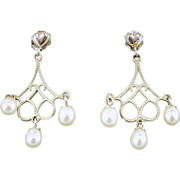 14 karat White Gold Earrings with Cultured Pearls