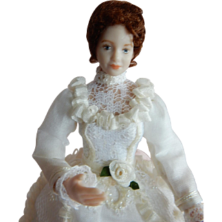 """WONDERFUL 1/12"""" Scale Dollhouse Doll with Moveable Head"""