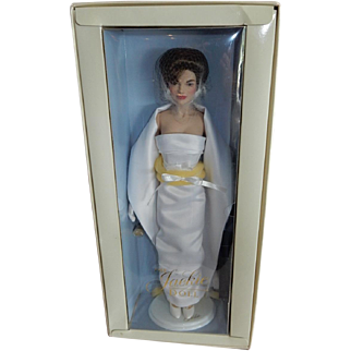 "RETIRED and Beautiful 16"" Vinyl Franklin Mint Fashion Jackie Doll"