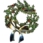 Vintage Holiday green Holly Christmas Wreath with Gold colored Bow Brooch Pin Very Nice!