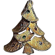 Vintage Holiday gold tone Christmas tree Pin cute!