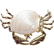 Cute vintage whimsical pin a Crab in a Clam shell with sparkly rhinestones Nice!