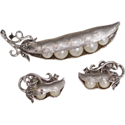 "Vintage ""Peas in a Pod"" brushed silver tone brooch & earrings set Trifari Company designer Alfred Philippe 1960's"