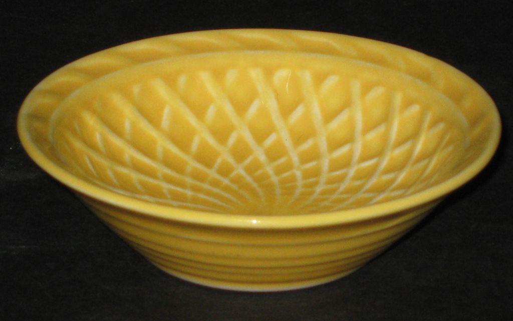 Homer Laughlin Harlequin Basket Weave Nut Dish – yellow