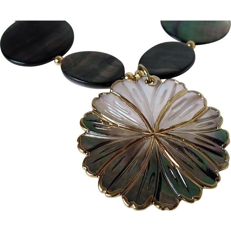 Unique Black Lip Shell And Gold Single Strand Necklace With Pendant