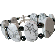 Unique White Howlite And Hemalyke Bracelet