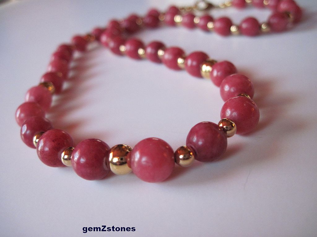 Strawberry Smoothie Marble And Gold Single Strand Necklace