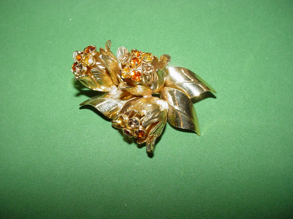 Gorgeous Three Dimensional Weiss Rhinestone Brooch!