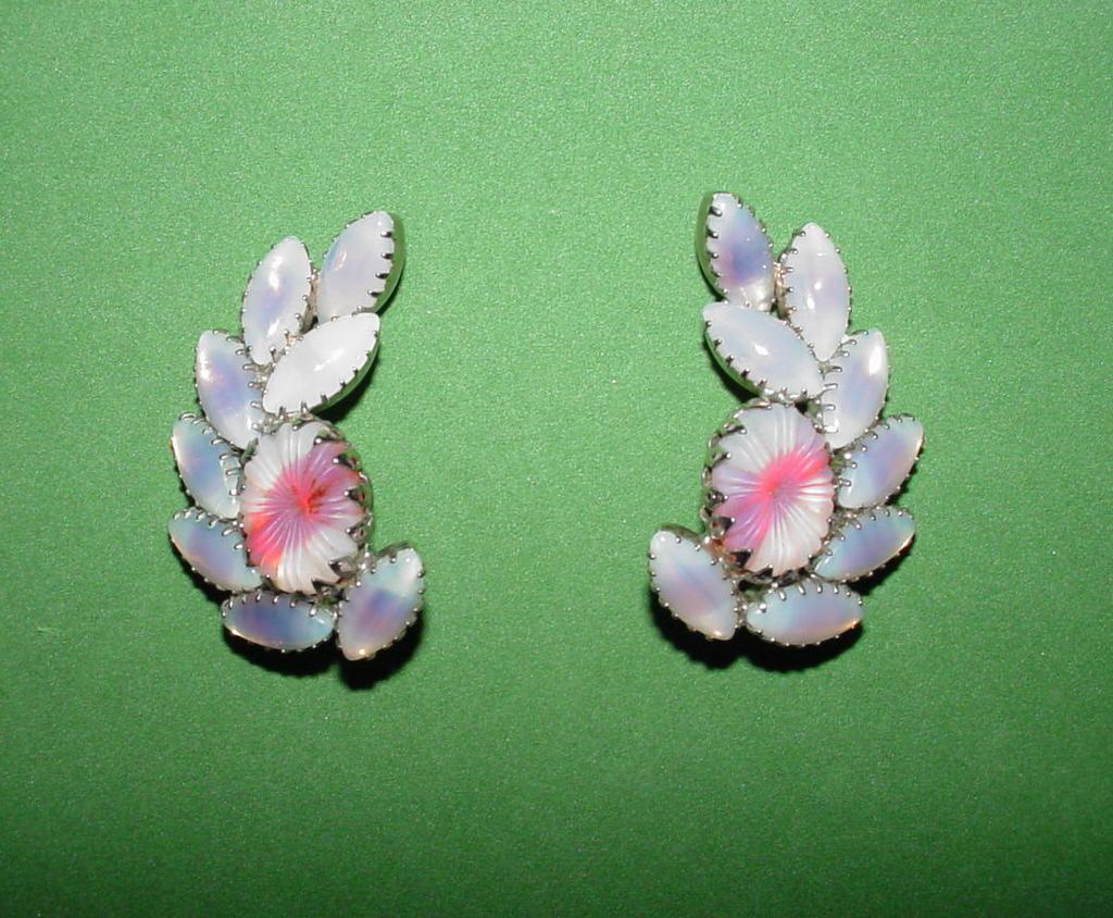 Vintage Pale Lavender Art Glass Earrings