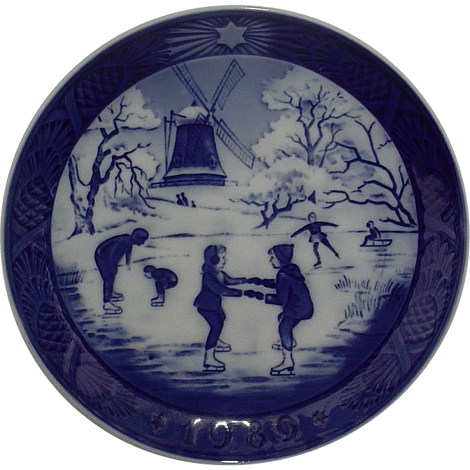 Royal Copenhagen 1989 Christmas Plate The Old Skating Pond