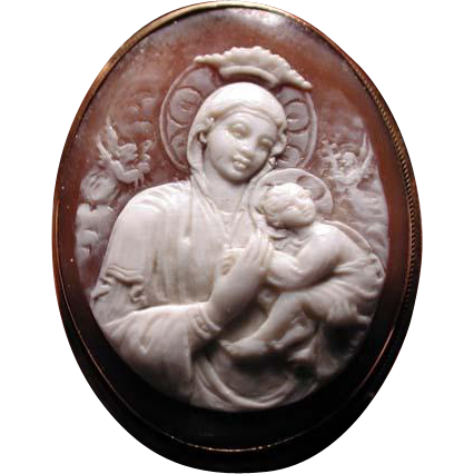 Cameo of Mary and Jesus in 18 kt gold