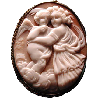 Eos with her child cherub cameo