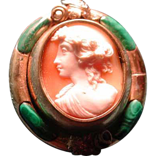 Lovely cameo with hair on back and malachite