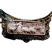 Large cameo necklace of Mary and her lambs in 18 kt gold