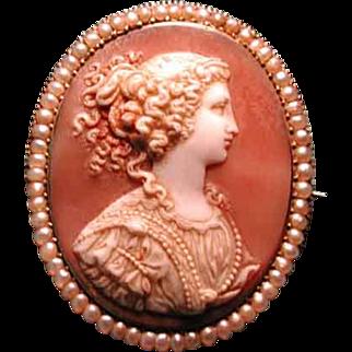 Beautiful women cameo in seed pearl frame