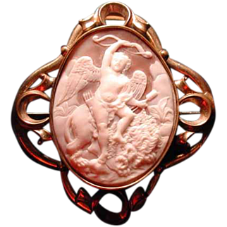 Rare cameo of love conquers all with lion