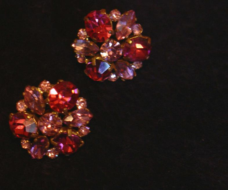 Gorgeous Czech rose and light rose glass Vintage Earrings
