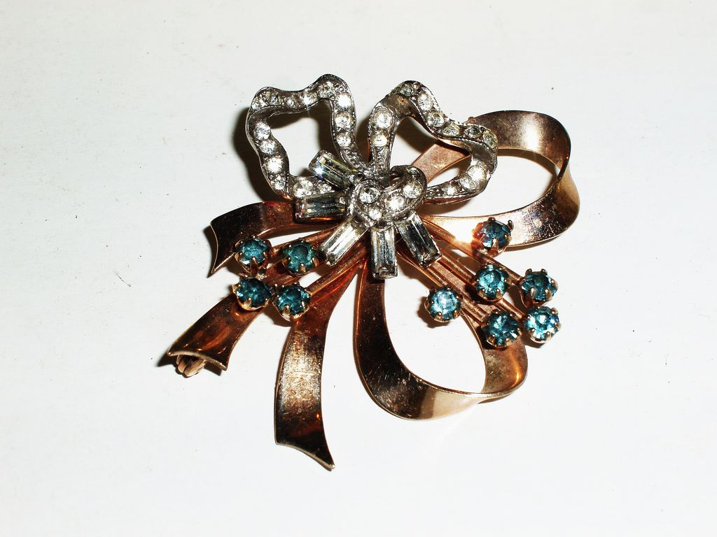 Signed Elegant gold filled 1940's Bow brooch .