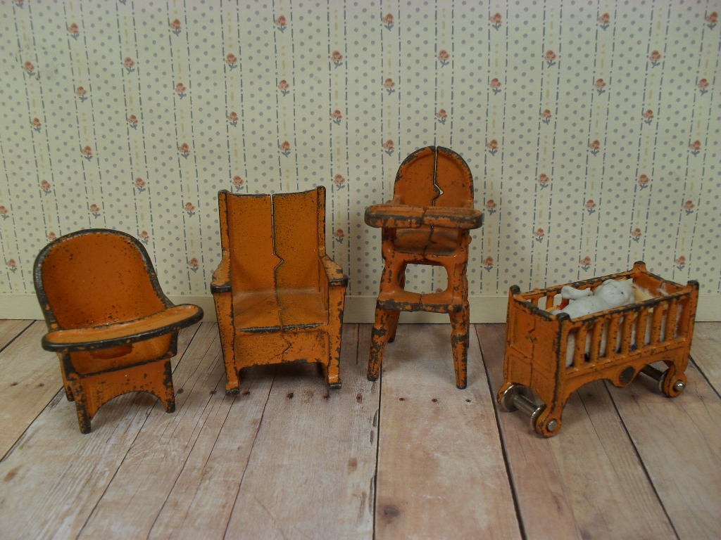 "Kilgore Metal Dollhouse Furniture - Nursery Set in Orange - 1"" Scale"