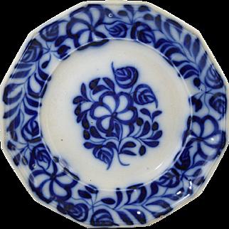 "Antique Flow Blue Brush Stroke Plate 9 1/2"" Five Petal Flowers & Leaves 19thC Incised ""FB"""