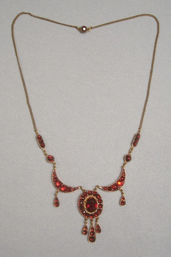 Vintage 1930s Bohemian Garnet/Glass Festoon Necklace