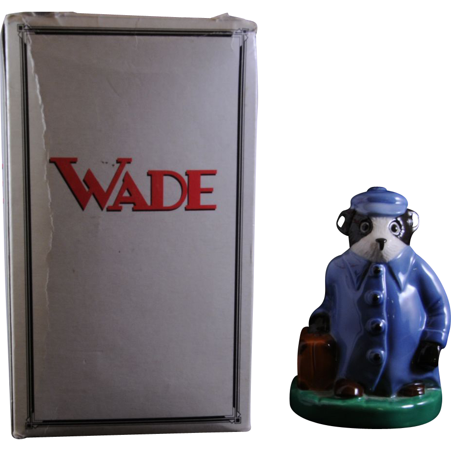 Wade Out and About Travelling Badger Figurine Collectors Club 1998