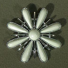 Sarah Coventry Snow Blossom Pin