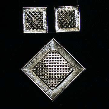 Sarah Coventry Criss Cross Earrings and Pin Set